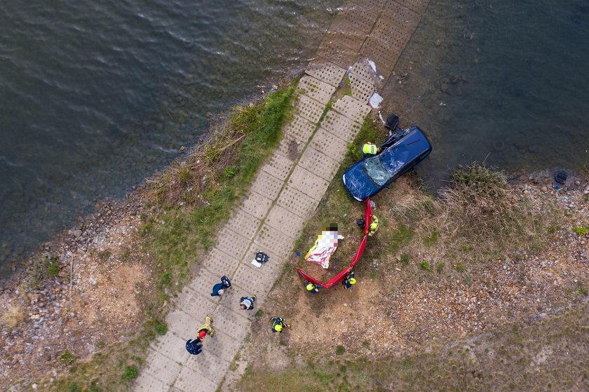 Zatopiony renault megan w jeziorze Pogoria IV w Wojkowicach Kościelnych