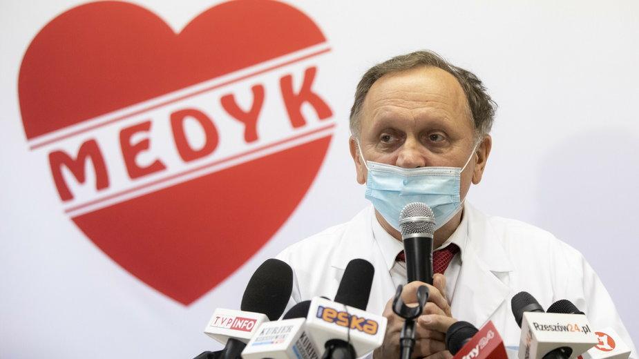 """Szczepienia w Rzeszowie. Szef CM """"Medyk"""": Rozważamy zawieszenie szczepień"""