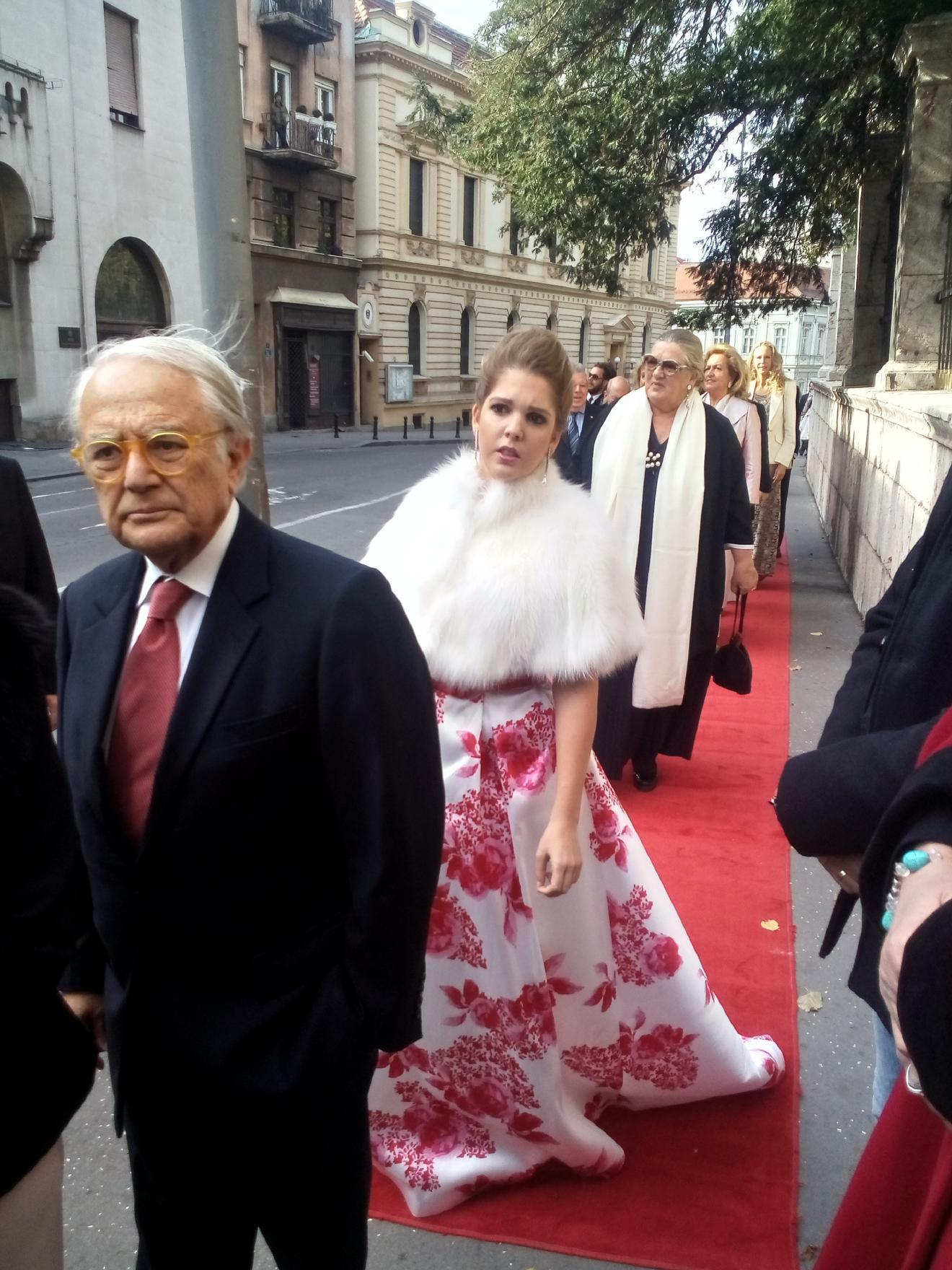Na slici je u šarenoj haljini prijateljica Danice Karađorđević iz Francuske