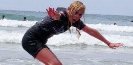 Olejnik walczy z deską surfingową