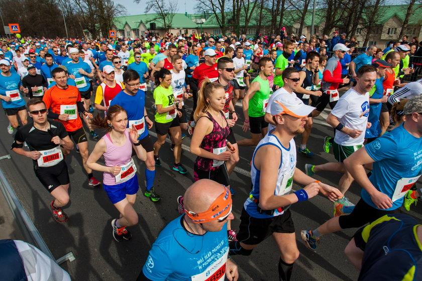 Tysiące biegaczy na ulicach. Ciężki weekend dla kierowców