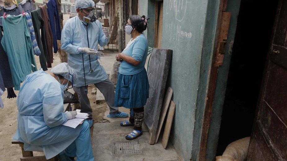 Koronawirus: W Ameryce Łacińskiej rozprzestrzenia się kolejna mutacja. Jak groźna jest Lambda?