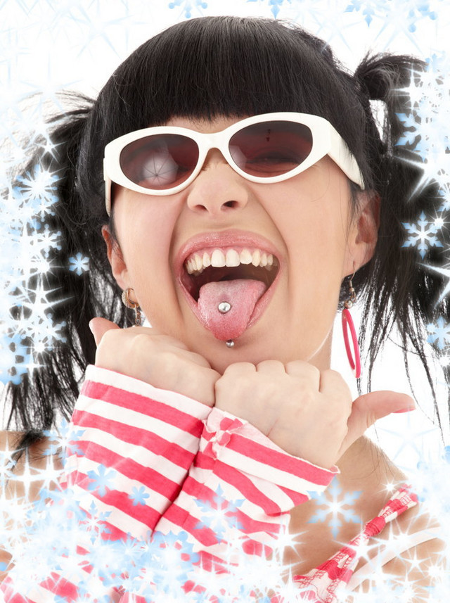 Pirsing jezika oštećuje desni i gleđ na zubima
