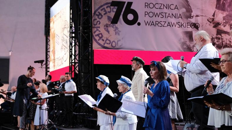 Uczestnicy wspólnego śpiewania piosenek powstańczych