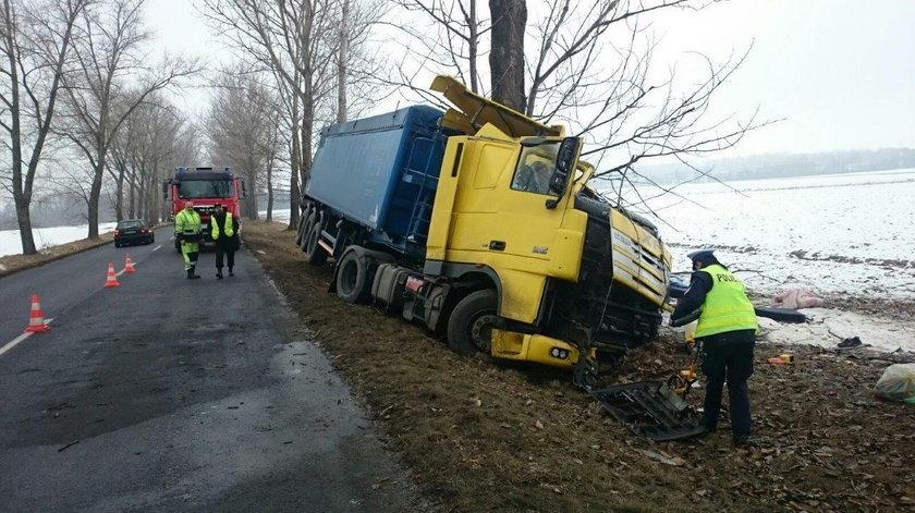Groźny wypadek ciężarówki