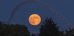 Truskawkowy księżyc 2021. Co to za zjawisko? Wystarczyło spojrzeć w niebo, by go zobaczyć!