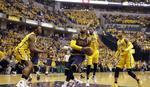 SPEKTAKULARNI NBA PLEJ-OF Preokret za istoriju, blokada laktom i let Vinsa Kartera u petoj deceniji /VIDEO/