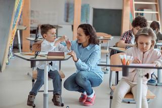 We Francji tylko niezaszczepieni uczniowie będą uczyć się zdalnie po wykryciu zakażenia w klasie