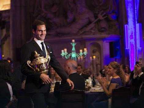 Rodžer Federer sa vimbldonskim peharom