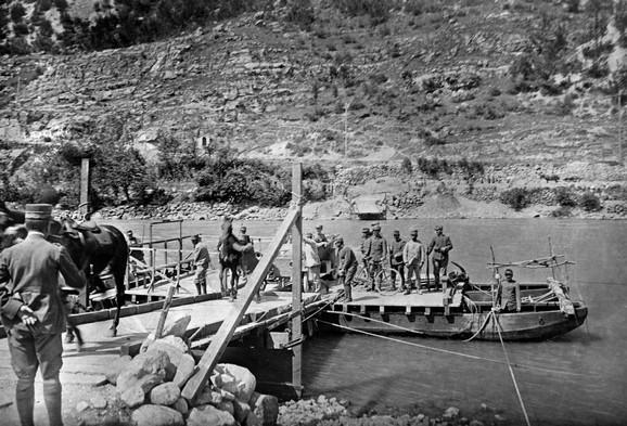 Vojnici u dolini Soča 1915. godine