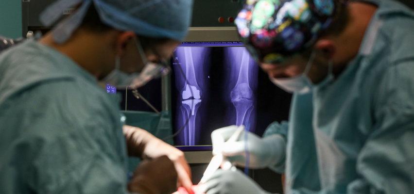 Chirurdzy z Międzylesia mają niezwykłego asystenta. Pomaga im najnowocześniejszy na świecie robot