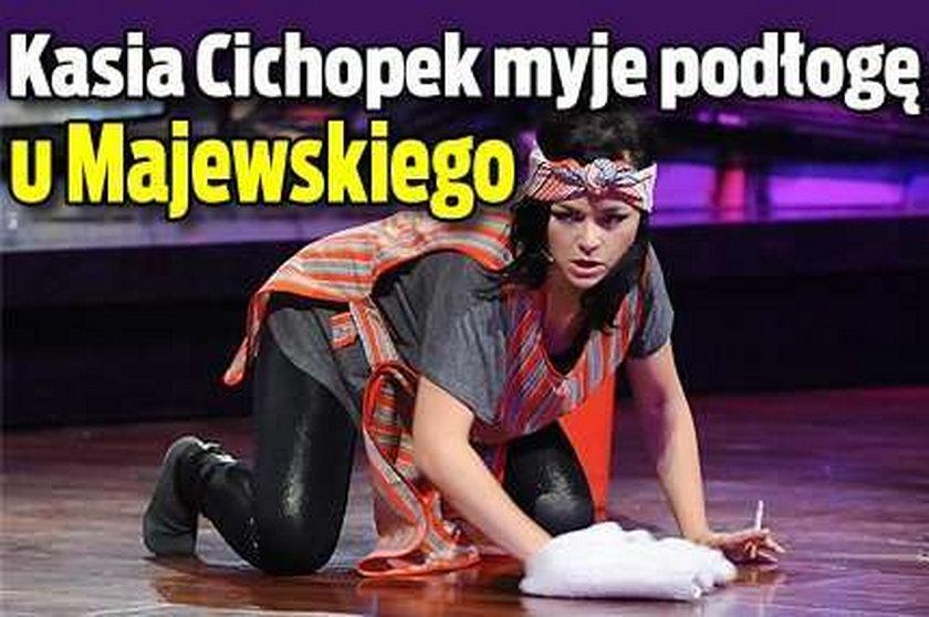 Kasia Cichopek myje podłogę u Majewskiego. Zdjęcia
