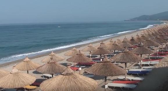Sve ja manje takozvanih neuređenih plaža u Gčkoj