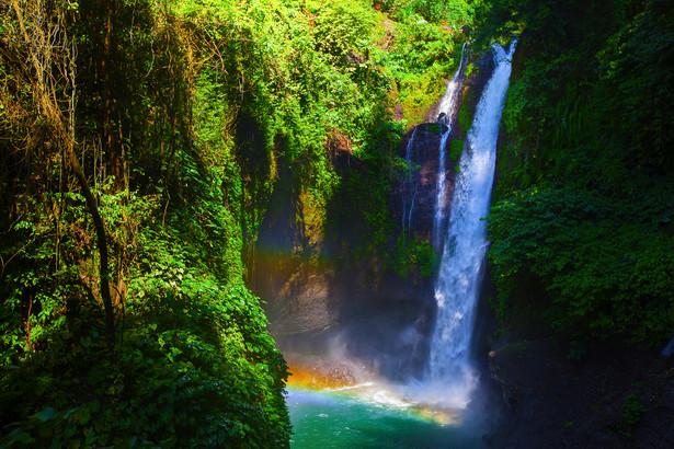 Rinjani to drugi najwyższy, liczący 3726 metrów wysokości wulkan Indonezji i jest popularnym szczytem trekkingowym. Znajduje się na terenie Parku Narodowego Gunung Rinjani.