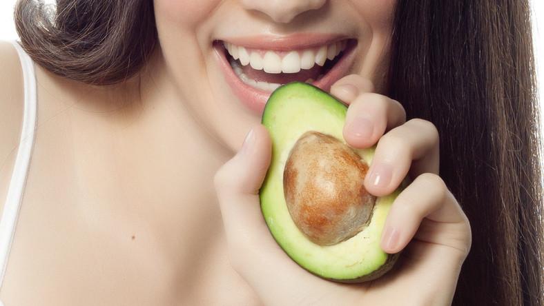 Dieta bogata w białko zapewnia dobrą odporność, prawidłową pracę mózgu i rozbudowę mięśni. Jeśli spożywamy za mało produktów zawierających białko, grozi nam np. niedokrwistość, gorsza kondycja skóry i włosów. Zapotrzebowanie na białko uzależnione jest od wieku, masy ciała oraz poziomu aktywności