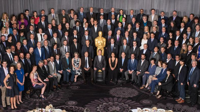 Podczas Oscar Nominees Luncheon artyści uczestniczyli w konferencjach i –jak zawsze –pozowali do wspólnego grupowego zdjęcia