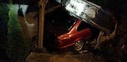 Wjechał w garaż, kompletna demolka. Zdjęcia