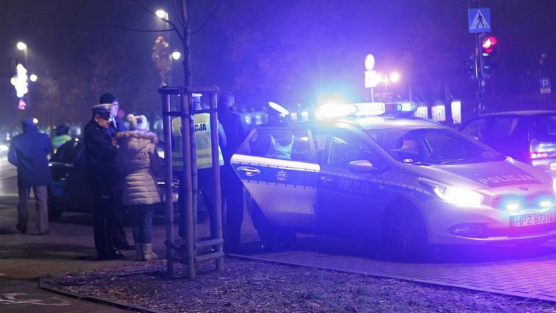 Kolizja przed Belwederem. Jedna z limuzyn prezydenckiego konwoju zderzyła się tam z citroenem C4 na lubelskich numerach rejestracyjnych. Na miejsce zdarzenia wezwano karetkę. Lekarze musieli udzielić pomocy dziecku, które jechało uderzonym samochodem.