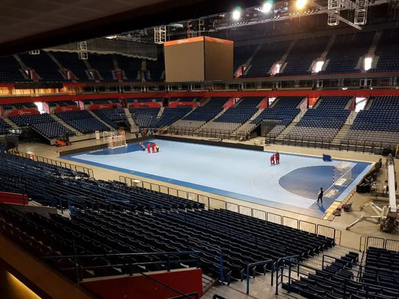 Arena u novom ruhu - rukometni teren je postavljen
