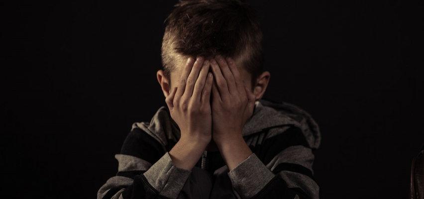 Zapłakany 5-latek w nocy błąkał się po mieście szukając mamy. Ta poszła w tango