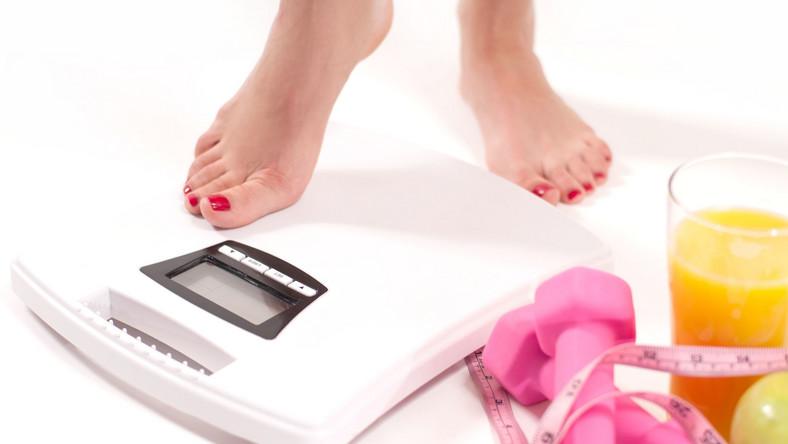 Dlaczego jedzenie zalecanych przez dietetyków czterech-pięciu posiłków dziennie w około trzygodzinnych odstępach jest takie ważne? – W ten sposób nie dopuszczamy do odczuwania silnego głodu, związanego najczęściej z obniżeniem się poziomu glukozy we krwi, a także unikamy sytuacji, w której organizm karmiony nieregularnie zaczyna magazynować kalorie – tłumaczy dr Monika Dąbrowska-Molenda, dietetyk ze Szpitala Medicover.