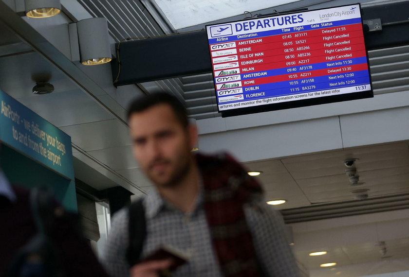 Rzecznik lotniska zalecił pasażerom, żeby kontaktowali się ze swoimi liniami, zanim udadzą się na lotnisko Heathrow