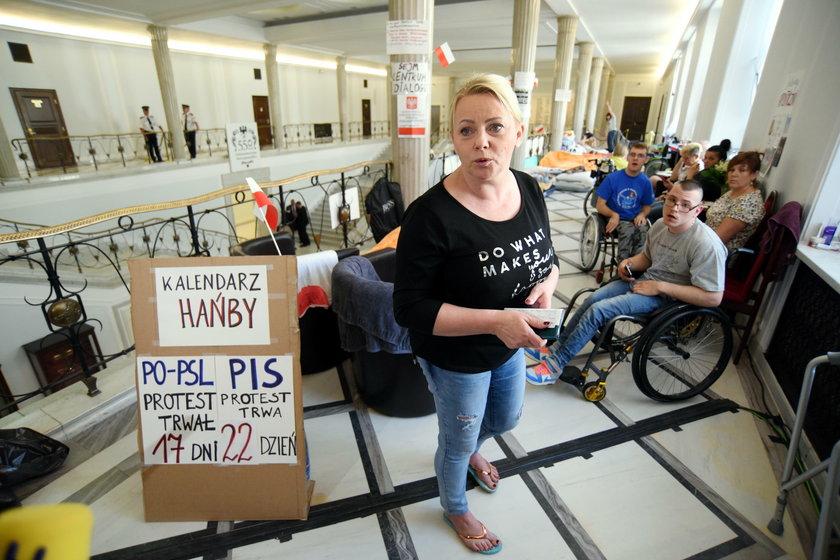 Iwona i Jakub Hartwichowie z zakazem wstępu do Sejmu