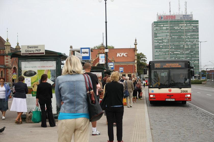 Autobus przy dworcu w Gdańsku