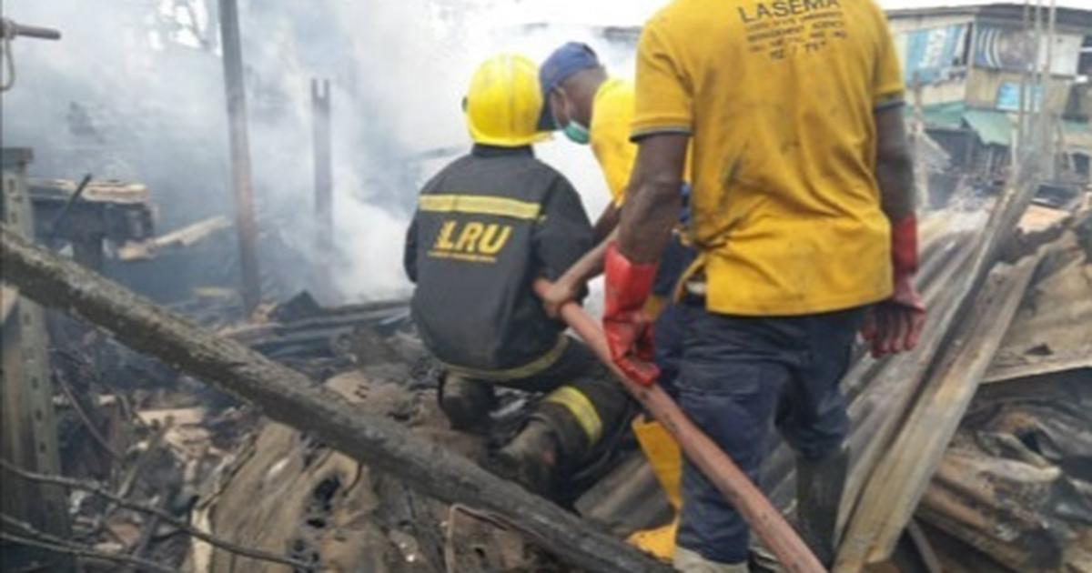 Fire guts Owode-Onirin Market in Lagos, destroys 15 shops - Pulse Nigeria