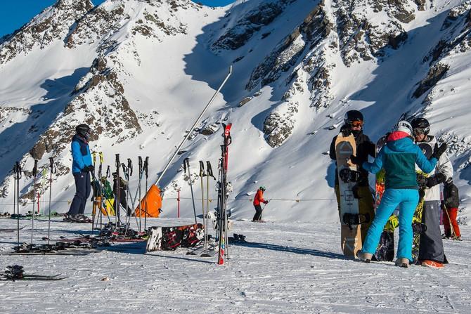ILUSTRACIJA/ Navodno je centar zabranjenih žurki elitni skijaški rizort St. Anton