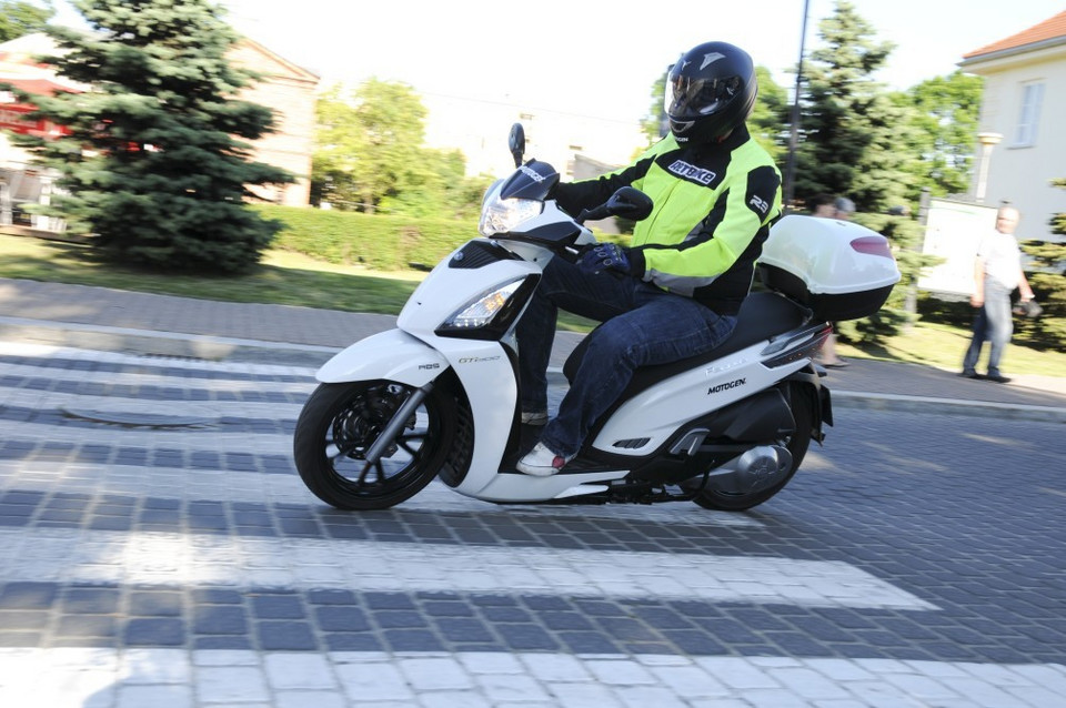 Kymco GT300i People