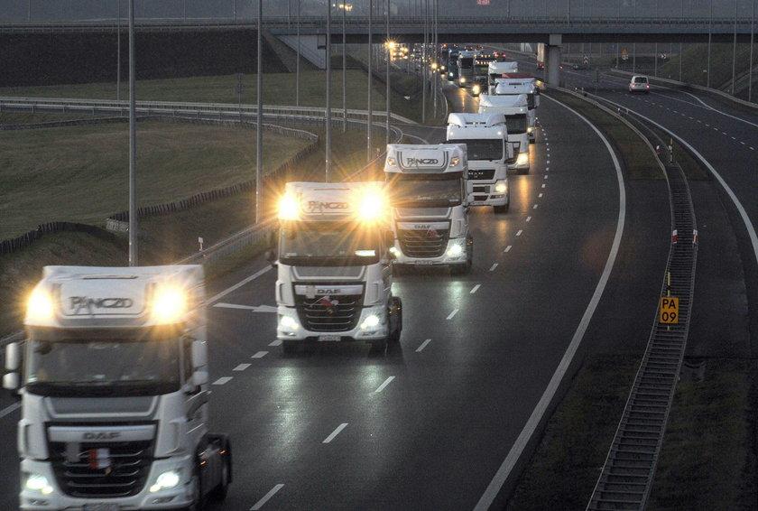 Kierowcy ciężarówek oddali hołd zmarłemu Łukaszowi Urbanowi