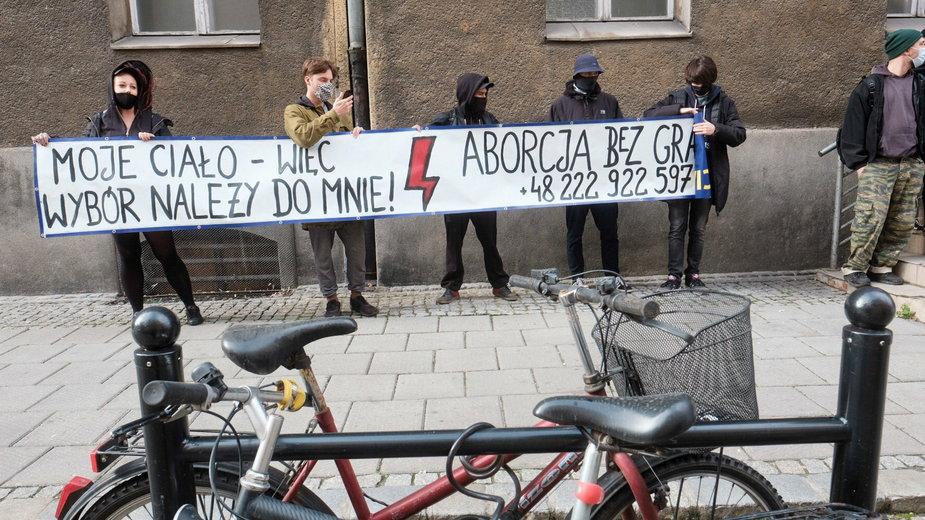 Poznań: kobiety protestują ws. aborcji w budynku dawnego szpitala przy ul. Szkolnej