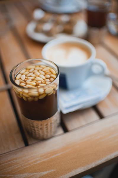 Herbata z orzeszkami pinii