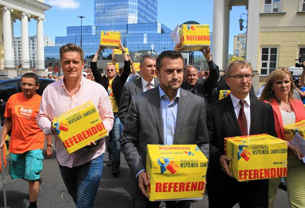 Podpisy pod referendum o odwołanie Gronkiewicz-Waltz