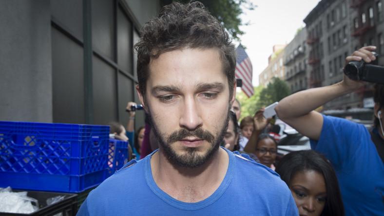 Co tym razem zmalował Shia LaBeouf? Palił marihuanę podczas spektaklu, awanturował się i krzyczał na gości teatru. Został aresztowany jeszcze w czasie trwania pierwszego aktu. Świadkowie zdarzenia relacjonują na Twitterze, że LaBeouf tak się upalił skrętem, iż... spadł z krzesła