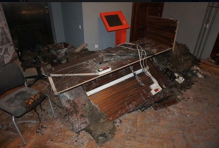 Spalone meble i sprzęt komputerowy