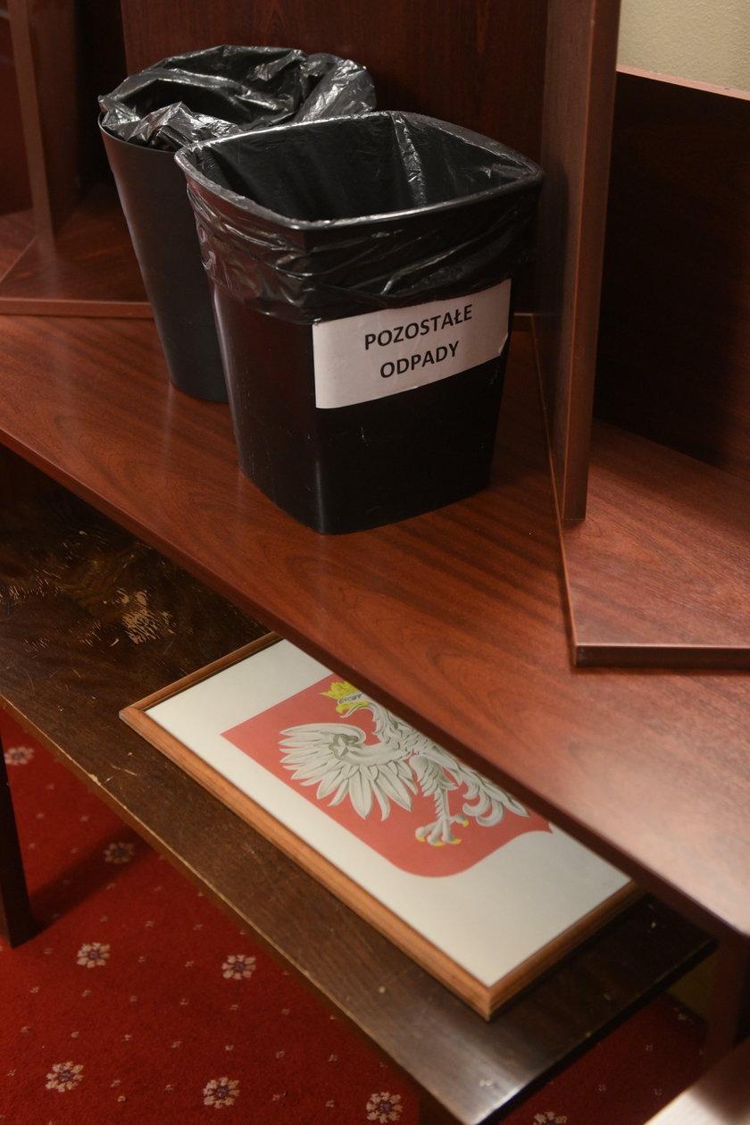 Skandal w Sejmie! Tak traktują polskie godło