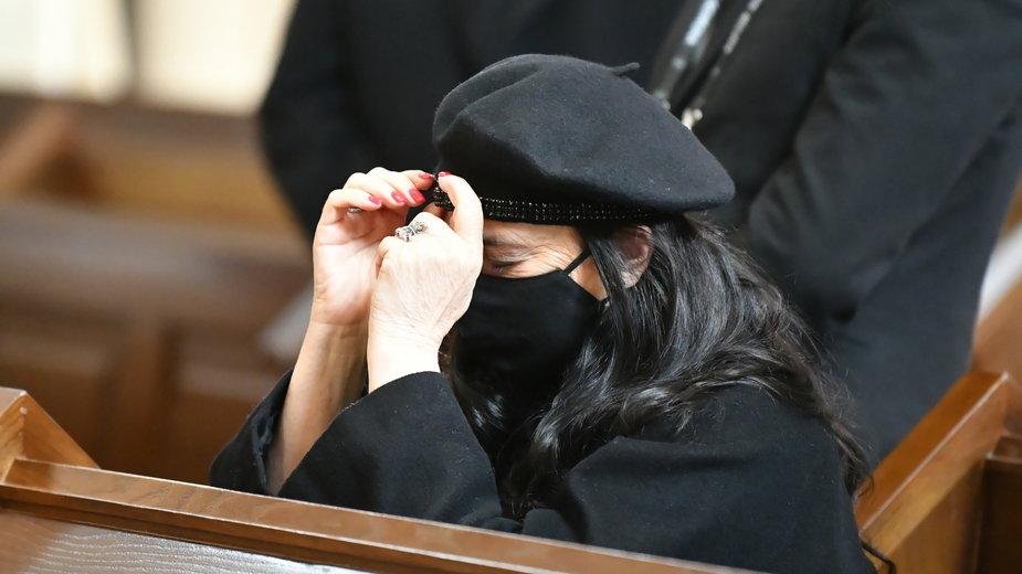 Ewa Krawczyk podczas pogrzebu męża