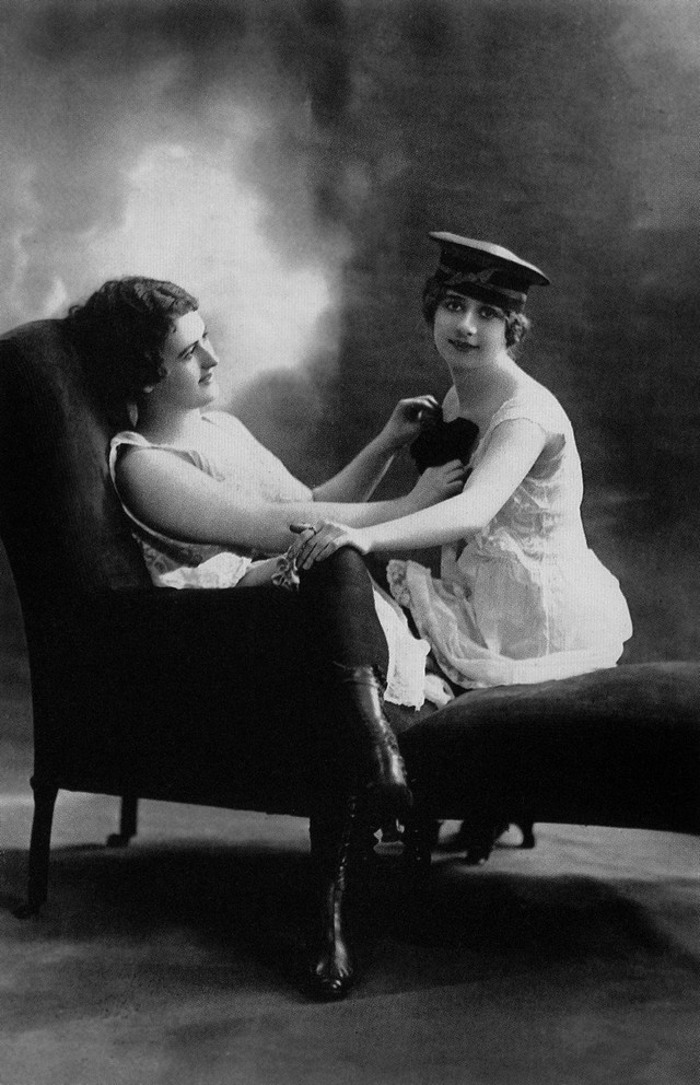 Fotografija dve lezbejke iz druge decenije 20. veka