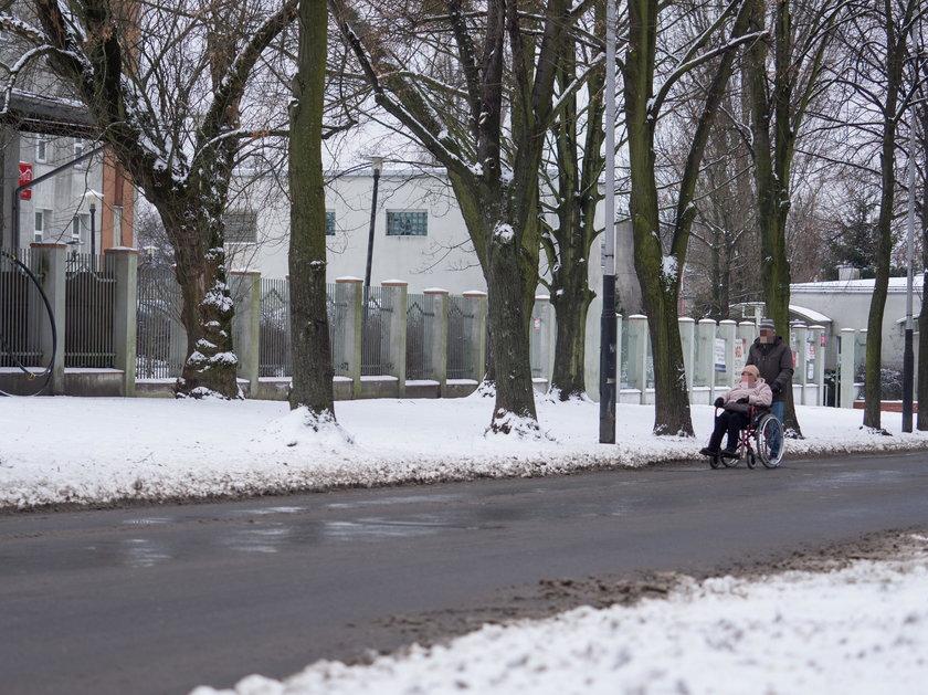 Zima w Łodzi. Prezydent Hanna Zdanowska wystawiła ocenę służbom sprzątającym. Porażka...