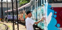 Artyści pomalowali pociąg regionalny. Pojedzie na ŚDM