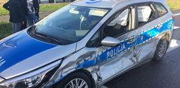 Poważny wypadek z udziałem policjantów. 4 rannych, radiowóz do kasacji