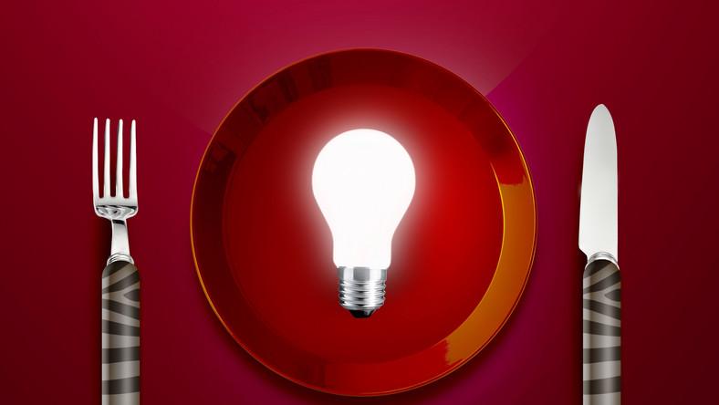Proste zmiany w codziennym jadłospisie sprawią, że mózg będzie działał bez zarzutu. Odpowiednia dawka składników odżywczych jest jak dobrej jakości paliwo - sprawia, że neurony dobrze przewodzą impulsy nerwowe, poprawia się pamięć i zdolność kojarzenia. Poznaj 10 produktów, które korzystnie wpływają na pracę mózgu