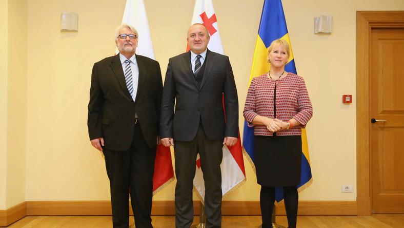 Witold Waszczykowski (z lewej), premier Gruzji Giorgi Margwelaszwili ( w środku) i szefowa szwedzkiego MSZ Margot Wallstroem (z prawej)