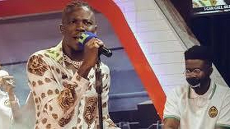 Multiple Ghanaian Dancehall artiste StoneBwoy has disclosed how he escaped death on the Tema Motorway.