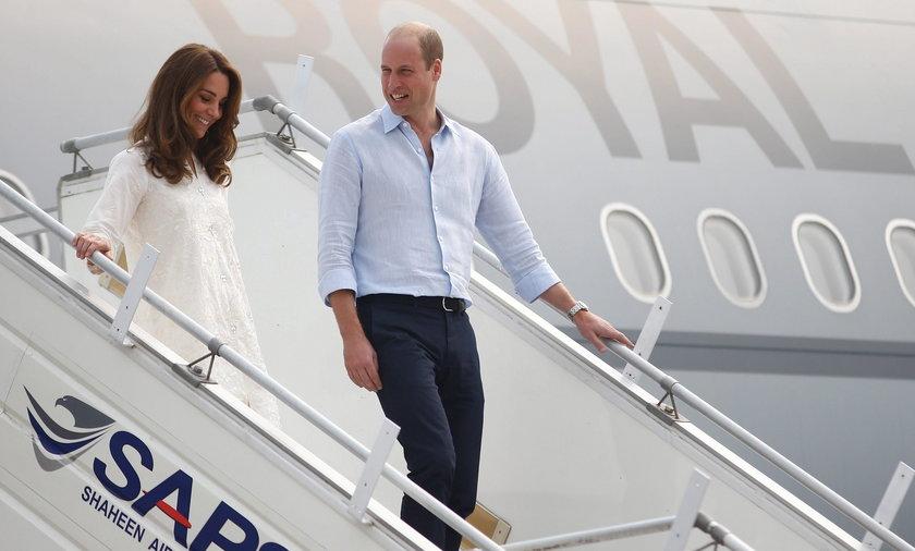 Horror w powietrzu! Samolot książęcej pary musiał awaryjnie lądować