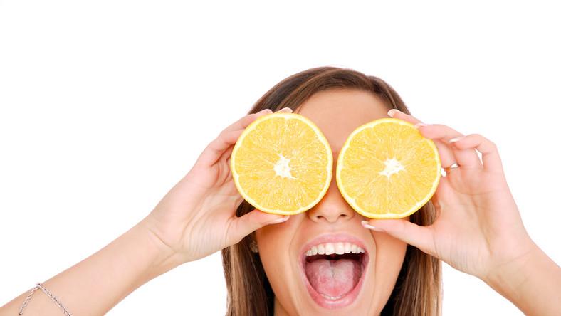 Odpowiednie produkty w jadłospisie nie tylko dbają o zdrowe oczy, ale również zapobiegają groźnym schorzeniom, w tym również utracie wzroku. Zobacz, czego nie może zabraknąć w diecie