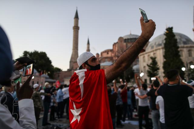 Erdoganove pristalice slave promenu statusa Aje Sofije