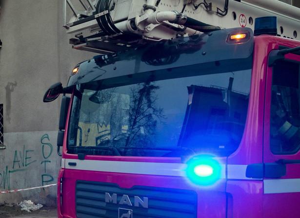 Na miejsce przybyło osiem jednostek straży pożarnej, policja oraz zespół pogotowia ratunkowego